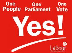 Labour voert campagne met de historisch gezien opmerkelijke slogan 'One People, One Parliament, One Vote'