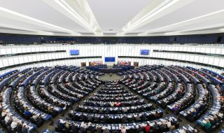 Verzetten radicaal-linkse en radicaal-rechtse kiezers zich tegen hetzelfde 'Europa'? Het hoefijzermodel herzien