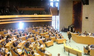 Minder theater in de Tweede Kamer