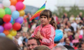 Waarom denken hoger opgeleiden positiever over homoseksualiteit dan lager opgeleiden?